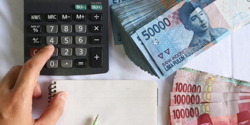 Membantu dalam Mengelola Keuangan