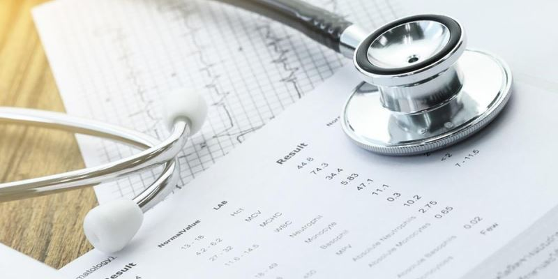 Melampirkan Hasil Pemeriksaan Kesehatan